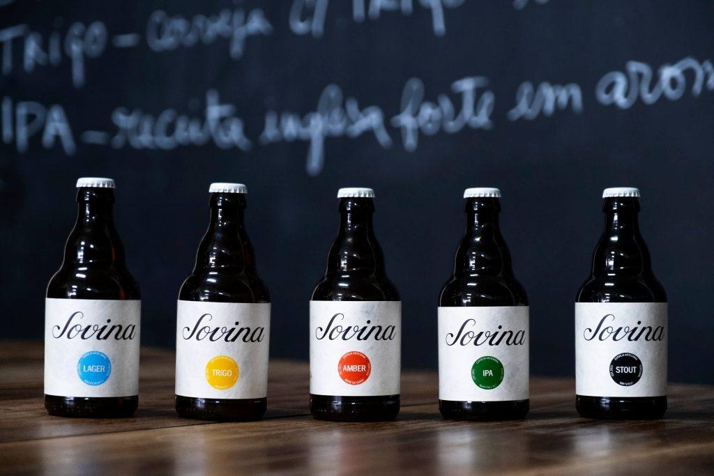 garrafas Sovina com novos rótulos e caricas